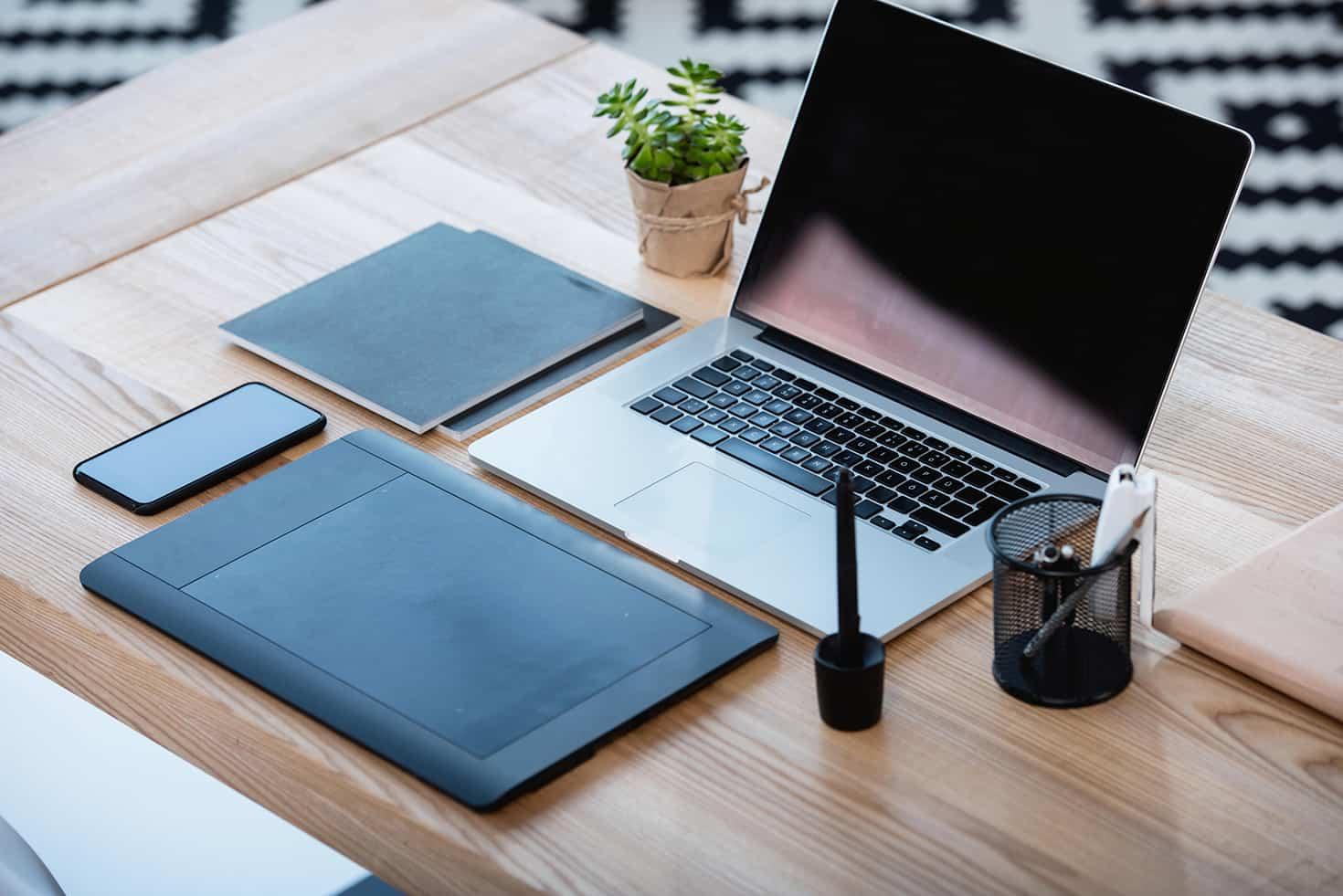 Come organizzare la scrivania al meglio