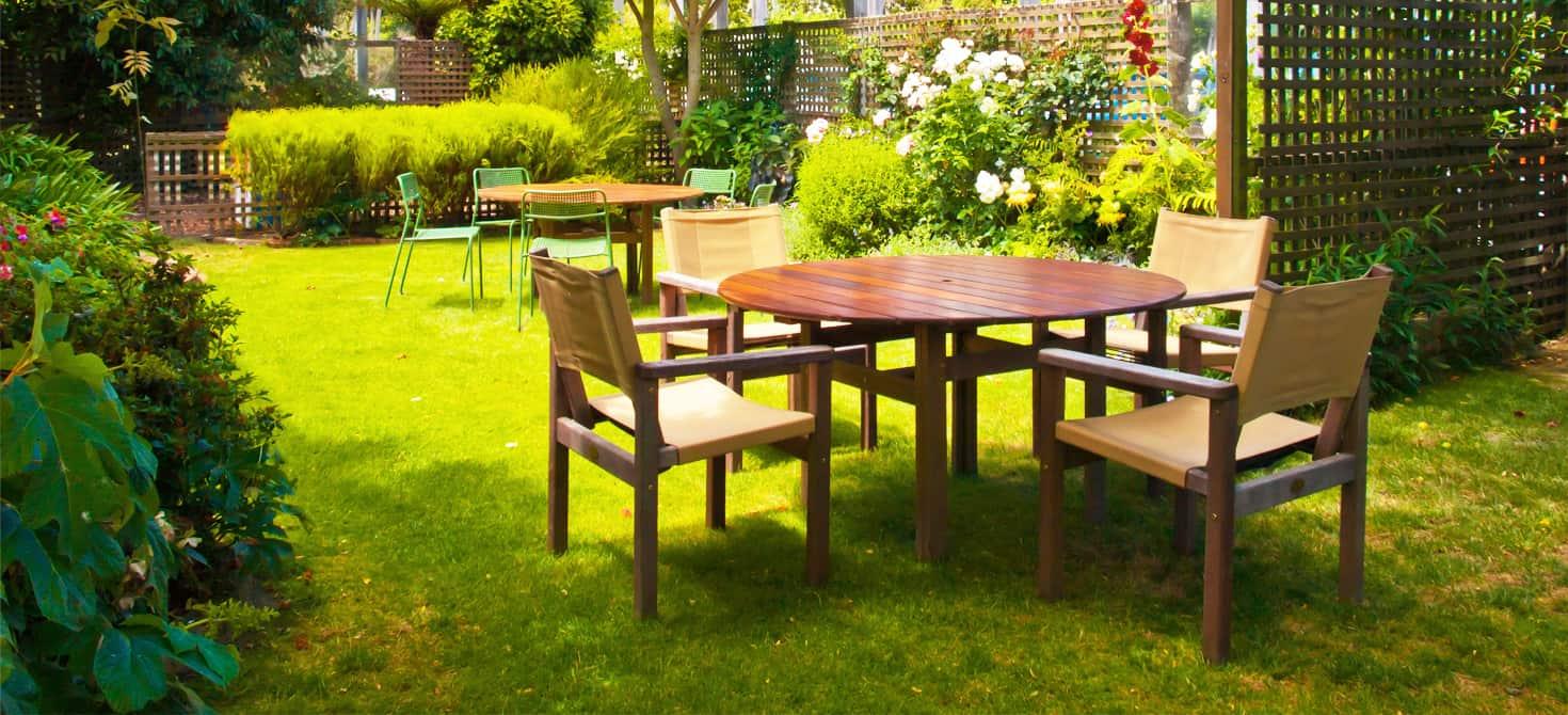 Sedie e tavoli resistenti per esterni